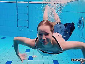 teenage dame Avenna is swimming in the pool