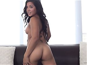 Morgan Lee rides knob like a pro at her audition