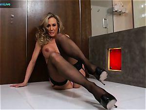 stunning cougar Brandi love getting laid with Manuel Ferrera