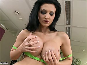 Apple-bottom bitch Aletta Ocean taunts everyone with her luscious behind