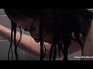 celeb Sarah Silverman flaunting her knockers