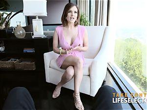 Krissy Lynn - super cougar offers her slots