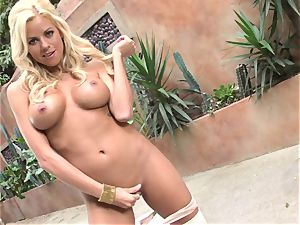 Nicole Graves enjoys her awesome thumbs pleasuring in her simmering warm canal