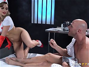 desire nurse Mia Malkova gets her patient thru his operation