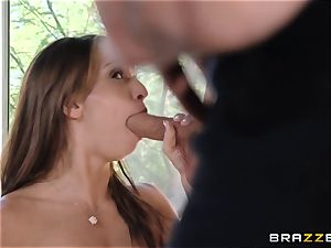 India Summers shows Sara Luvv how to pulverize her dude