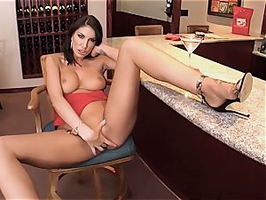 AUGUST AMES GIVE A WORLD CLASS dt AT THE BAR