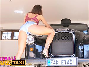 woman faux cab killer taxi driver wants dual facial