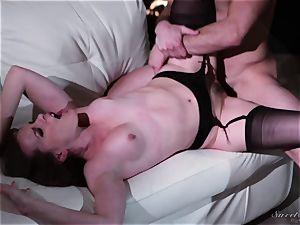Dana DeArmond poked in her pussylips