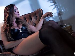 Ariella Ferrera bangs herself with a big glass toy