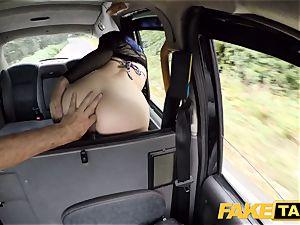 faux taxi Spanish dame Liz Rainbow luvs assfuck