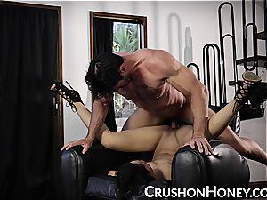 CrushGirls - smallish honey Gold blindfolded and pulverized