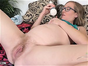 pregnant honey uses her magic massager